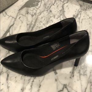 Rockport total motion 75mm pointy pump heel